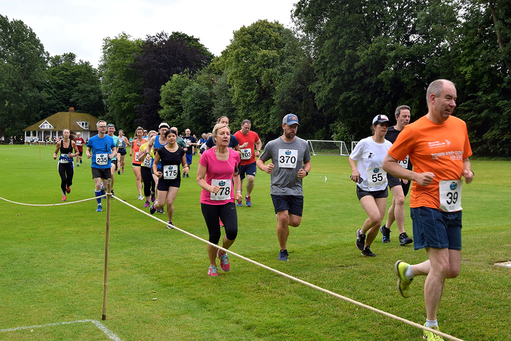 Run Jericho runners in Worcester College grounds